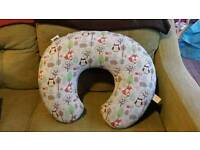 Baby feeding pillow with washable cover