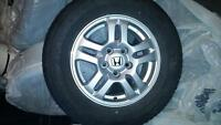 Honda mags jante 15 inch like new with tires (10% used)