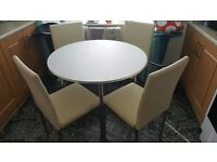 White table an 4 chairs