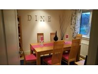 Solid Oak dineing table 6 chairs.