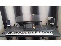 YAMAHA TYROS 5 KEYBOARD AS NEW. 76 KEYS WITH EXTRAS INCLUDING SPEAKERS, BASE AND EXTRAS.