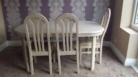 Extending dining table with 6 chairs. Used but looks new. Very good condition.