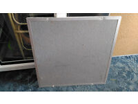 GREAT CONDITION GREY SMALL FABRIC WALL NOTICE PIN BOARD! BARGAIN AT £10!! IDEAL FOR OFFICE / SCHOOL?