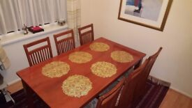 Dining table with 6 chairs - Sturdy construction