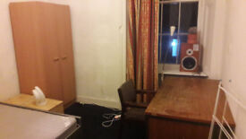 REALLY NICE DOUBLE BEDROOM IN A FURISHED FLAT IN THE WEST END