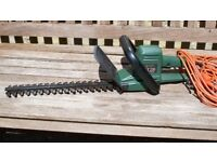 """Black and Decker GT220 40cm 16"""" Electric Hedge Trimmer with 15m of cable. Excellent Condition."""