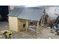 Hen house with coop, 6 laying boxes