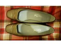 Ladies van dal shoes size 5 and half