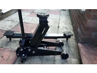 SGS 3 ton trolley jack with jacking beam.