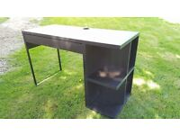 Black desk in excellent condition