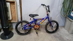 Vélo bmx next enfant mauve 1 vitesse roues 16po