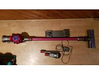 used Dyson V7 Motorhead Cordless Bagless Vacuum Cleaner tools charger Handheld Wall Moun