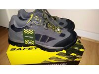New safety shoes from dunlop just for 18 size 7