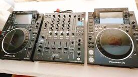 Brand new Pioneer CDJ 2000 nxs2 (pair) and DJM 900 nxs2 Dj setup (incl. DJC Bags / Decksavers)