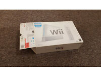 SELLING NINTENDO WII (WII SPORTS INCLUDED) W/ FOUR GAMES! EVERYTHING IN GOOD CONDITION!