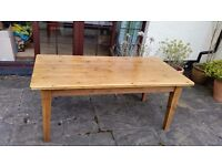 Pine dining table can sit 6 people. Lovely sturdy table approx 6x3 ft