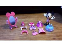 Fisher Price Minnie Mouse Princess Bowtique figure & clip on accessories