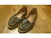 Chamula black leather sandals size 6