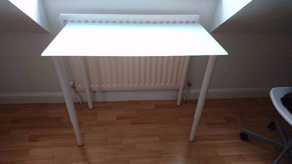 Ikea glasholm glass white table top in excellent condition in