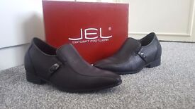 Men's JAGO Secret Height Shoes. Size 6, only worn once, in great condition.