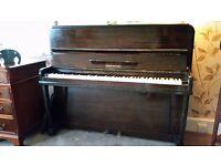 Upright piano, free to uplift