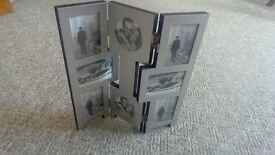 Hinged, free-standing photo frame for 8 pics