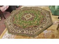 Beautiful Octagonal Indian Rug In Excellent Condition