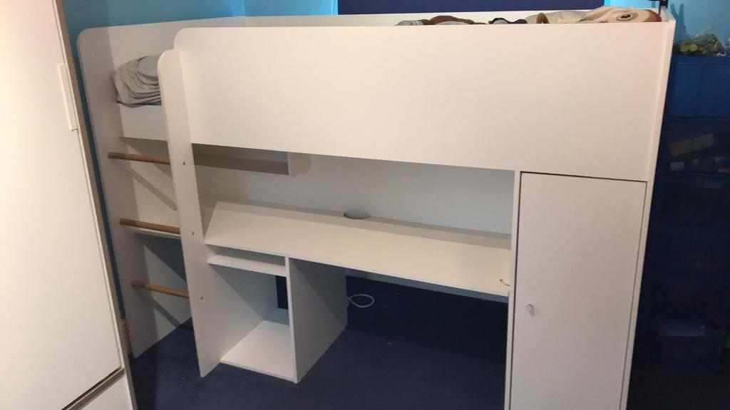 Solid cabin bed