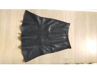 Skirt in black soft leather