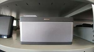 SoundLink® Bluetooth® speaker III w/ box Like New