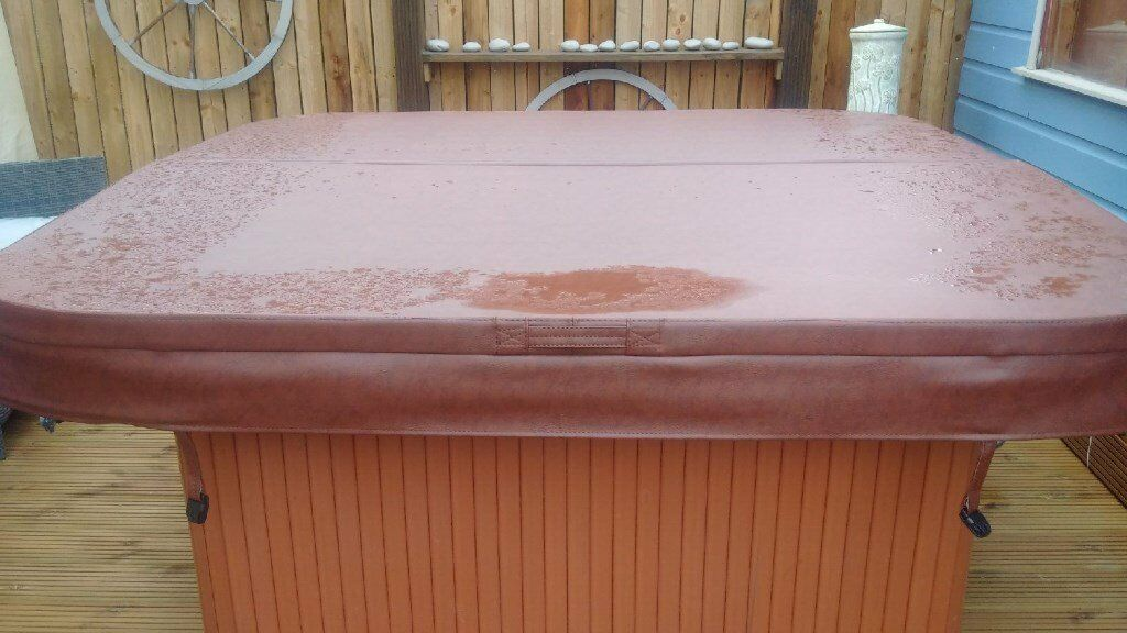 HOT TUB COVER / LID 2 WEEKS OLD - PERFECT CONDITION! 2MX2M