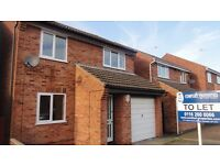 3 bedroom detached property available to rent on Pinewood Avenue