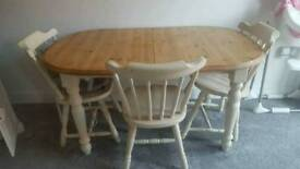 Shabby chic Extendable table and four chairs
