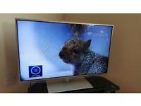 Panasonic 32'' Full HD SMART TV in a mint condition - Model # TX-L32E6B