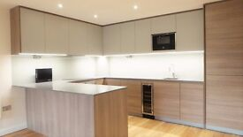 Stunning Modern Living 2 Bedroom luxury Apartment-Parking and Balcony-Minutes of Transport Links