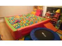 Large soft play ball pool pit with balls