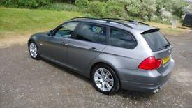 BMW 325d Touring LCI facelift model.