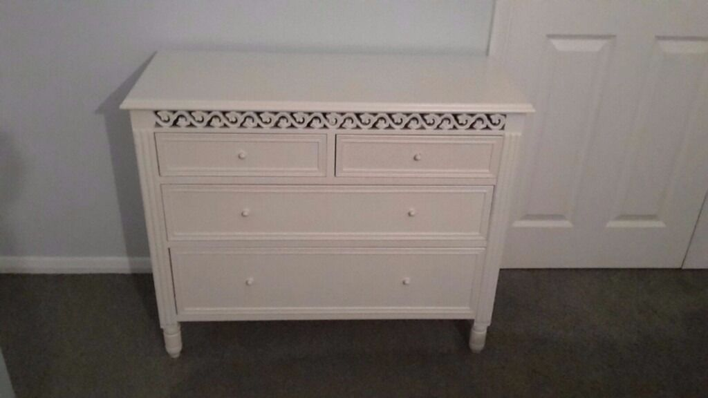 White bedroom furniture very good conditionin Tring, HertfordshireGumtree - Shabby chic bedroom furniture.Buyer collects. Not flat pack. Chest of drawers 90cmWx74Hx36D. Dressing table 94cmWx74Hx32D. Bedside cabinet 40cmWx70Hx31D. Very slight damage to bedside cabinet top hence the price