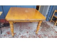 Victorian Oak Extendable Dining Table with Original Winding Handle in Excellent Condition