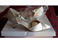 Bridal wedding shoes size 4.5