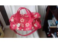 Large canvas holdall with wheels, shoulder strap, handles and pull out metal handle