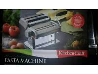Pasta machine with pasta rack