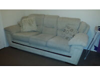 URGENT .sofa with twoo chairs