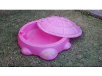 Sandpit with lid £5
