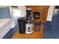 ELGENTO ONE LITRE JUICER TWO SPEED 700W WITH FOOD PUSHER AND LARGE FEED TUBE EXELLENT CONDITION.
