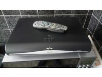 SKY HD BOX AMSTRAD DRX780UK WITH SKY REMOTE IN GOOD WORKING ORDER