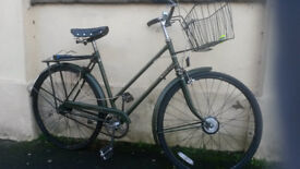 SINGLE SPEED RALEIGH TOWN BIKE WITH BASKET & LIGHTS £50