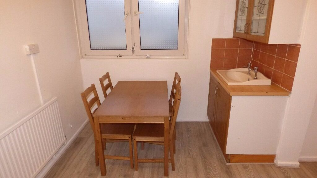*** HUGE DOUBLE ROOM *** MASSIVE WARDROBE AVAILABLE NOW!! BOW / MILE END WITH DINING ROOM