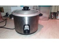 Rice cooker with accessories
