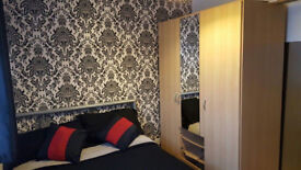 Double bedroom in detached house in High Wycombe, beaconsfield